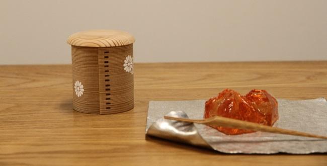 """茶道で使われる抹茶の入れ物、""""棗"""""""
